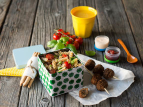 Pastasalat og kjøttboller - festmat i boks