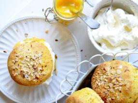 Glutenfrie safranscones med appelsinkrem