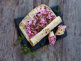 Lefserull med pinnekjøtt og rødbetsalat