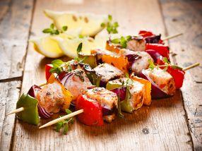 Grillspyd med laks og grønnsaker