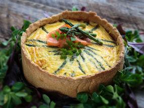 Pai med røkelaks og asparges