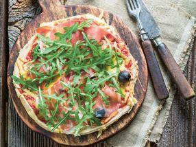 Italiensk pizza med parmaskinke