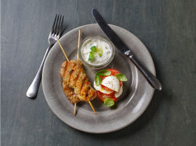 Kyllingkebab med tomatsalat og kesamtzatziki