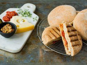 Burgertoast med ost og chorizo