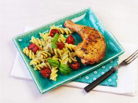 Marinerte kyllinglår med tomat og pastasalat