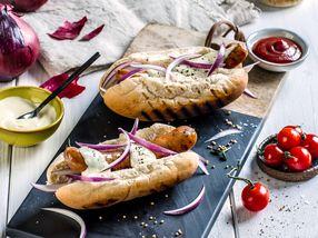 Pølse i brød med godt tilbehør