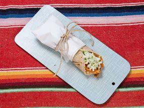 Chilimania kyllingwrap med isbergsalat og ris