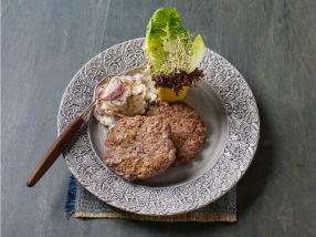 Hjemmelagde karbonader med potet og soppsalat