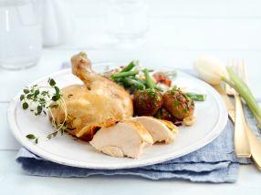 Helstekt kylling med bønnesalat og stekte hvitløkspoteter