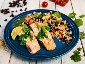 Laks med avokadofyll og quinoa