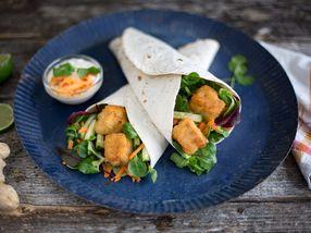 Wraps med torskenuggets og asiatisk dressing