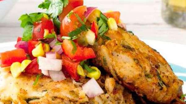 Fiskekaker med mais-salsa