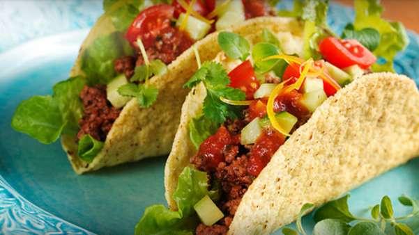 Lammetacos med ferske grønnsaker og guacamole