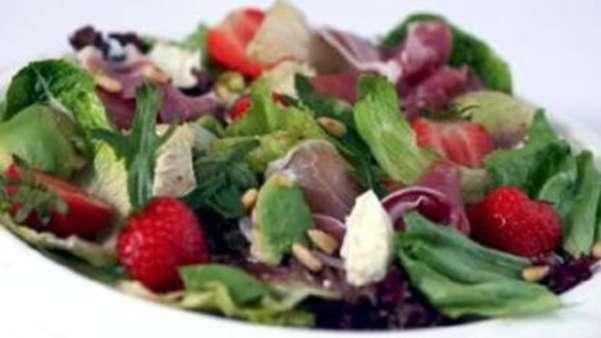 Salat med jordbær, melon og avocado