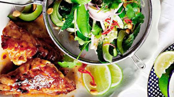 Sweet chilimarinert kylling med asiatisk salat