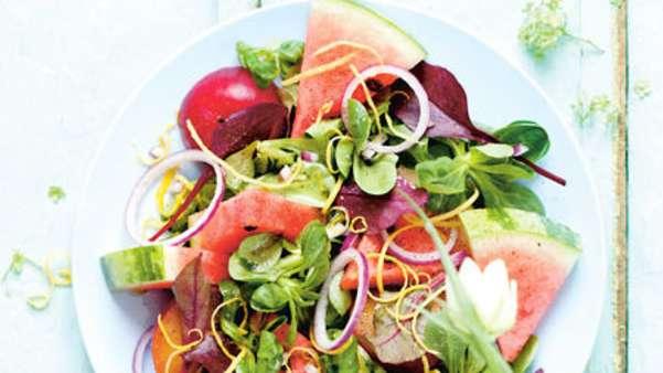 Sommersalat med vannmelon og plommer