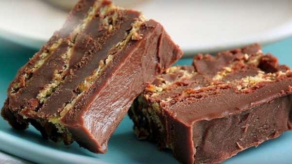Sjokoladedessert med mørk sjokolade og knuste nachochips