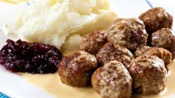 Hjemmelagde kjøttboller med potetmos
