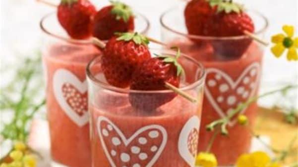 Smoothie med jordbær, lime og kokos