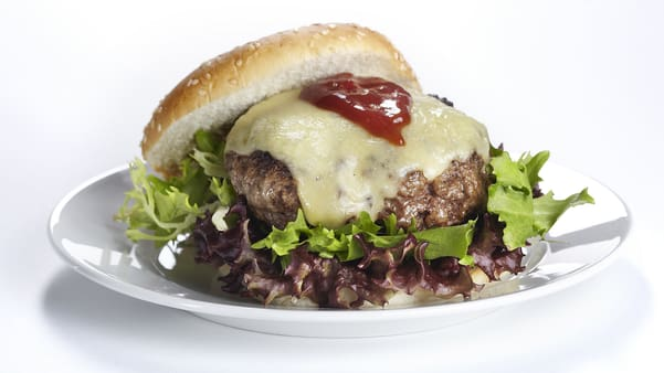 Cheeseburger med bbq-saus
