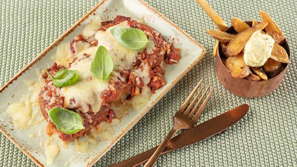 Ovnsbakt karbonade med tomatsaus og mozzarella