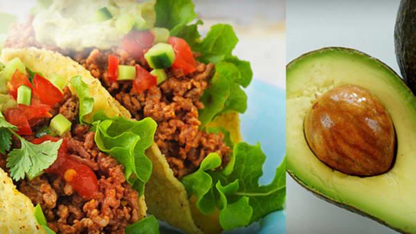 Klassiske tacos fylt med ferske grønnsaker, ost og tacosaus