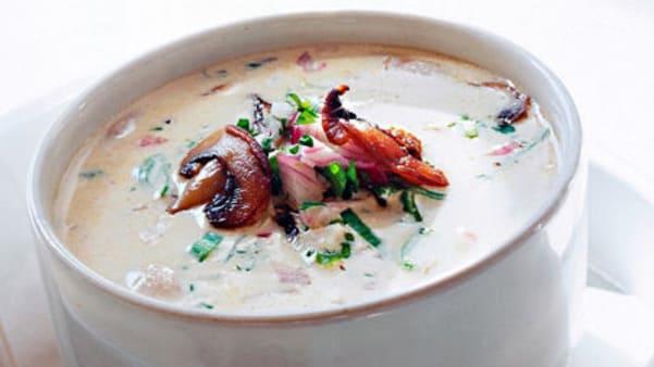 Kremet suppe med løk og sopp