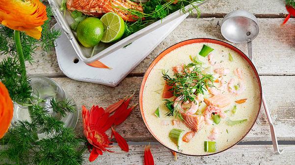 Fiskesuppe med ørretfilet og reker
