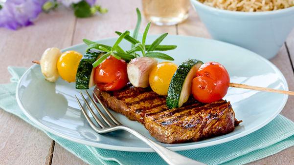 Marinert biff med grønnsaksspyd