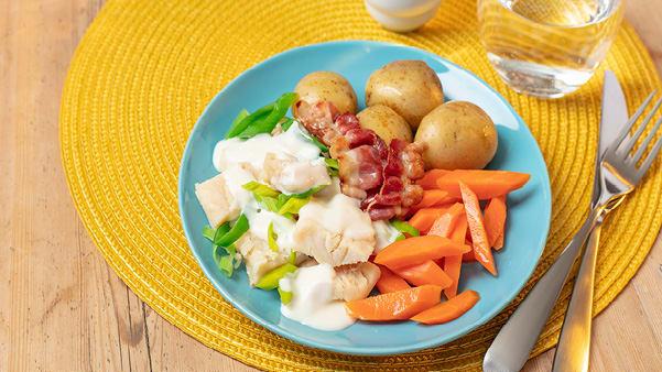 Klippfisk med hvit saus og bacon
