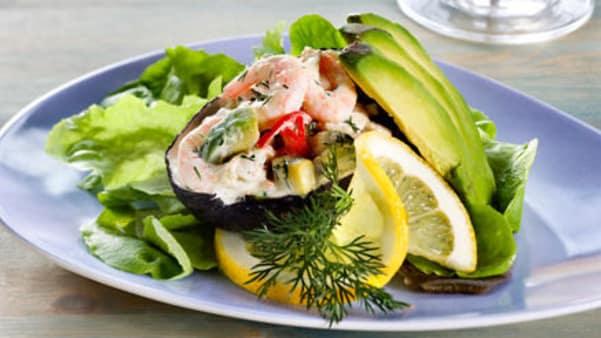 Avocado med rekesalat