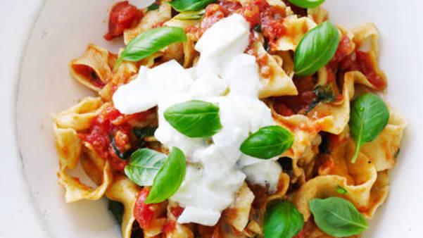 Pasta med tomatsaus og fetaost