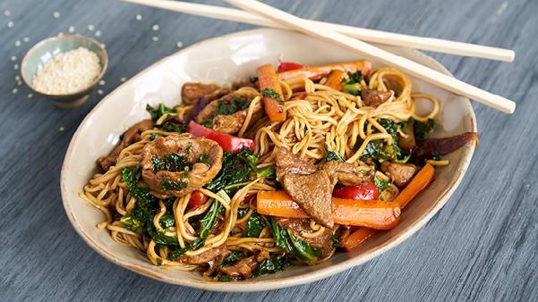 Rask wok med lam og nudler
