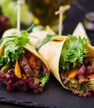 Fajitas med entrecôte og bakt løksalat