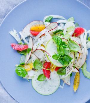 Eple- og fennikelsalat waldorf med valmuefrø