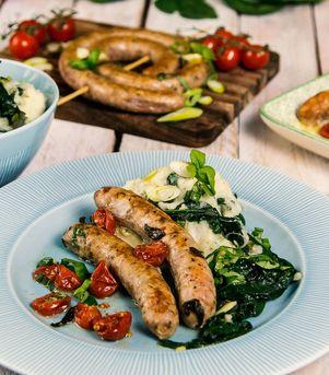 Grov bratwurst med potetmos og spinat
