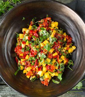 Grillet paprika, mango og chilisalsa