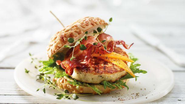 Fiskeburger med cheddar og bacon