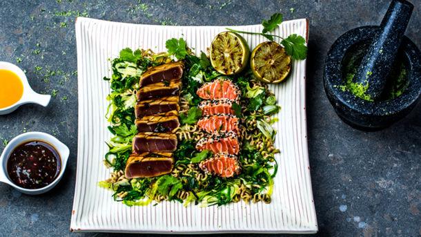 Tataki av tunfisk og laks med crispy fenikkelsalat