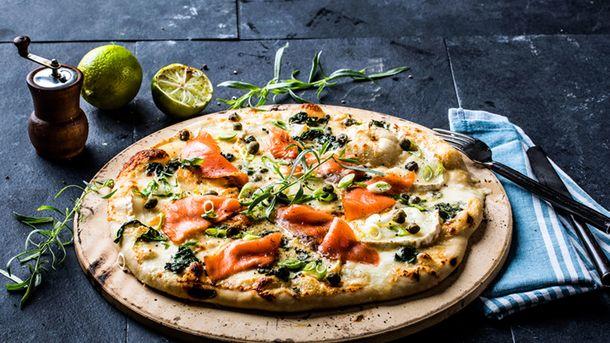 Hjemmelaget pizza med røkelaks