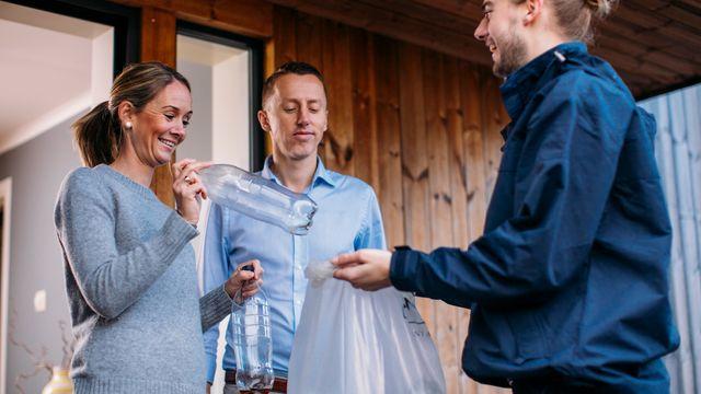 Få tomflaskene hentet på døra og støtt Kirkens Bymisjon