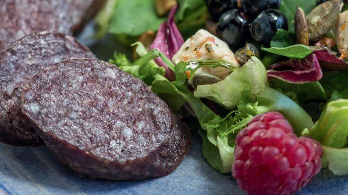 Juli: Blåbær- og bringebærsalat