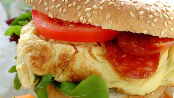 Omelett i burgerbrød