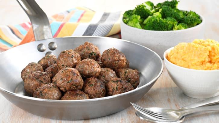 Kjøttboller med brokkoli og søtpotetmos