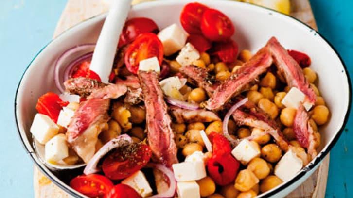 Salat med biffkjøtt, cherrytomat og fetaost