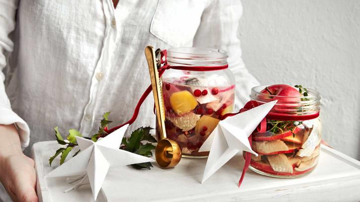 Sild med løk, tyttebær og potet