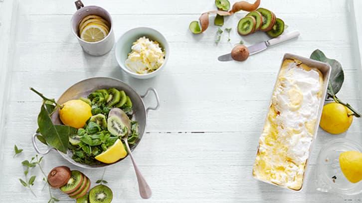 Semifreddo med lemoncurd, kiwi og myntesalat