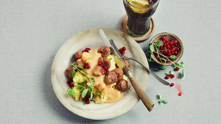 Kjøttboller med potetmos og fløtesaus