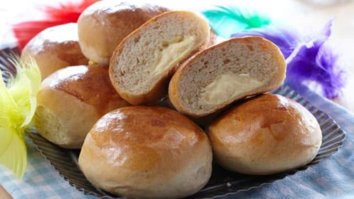Fylte fastelavnsboller med vaniljekrem