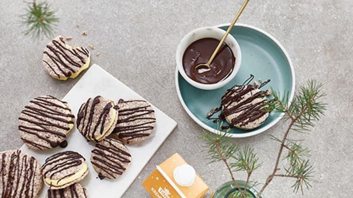 Mandelkjeks med kremfyll og sjokolade